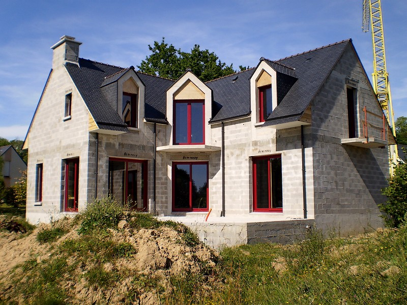 Constructeur maison bois bbc quimper finist re sud for Maison en brique blanche